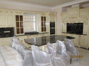 Оформление кухни из элементами мрамора