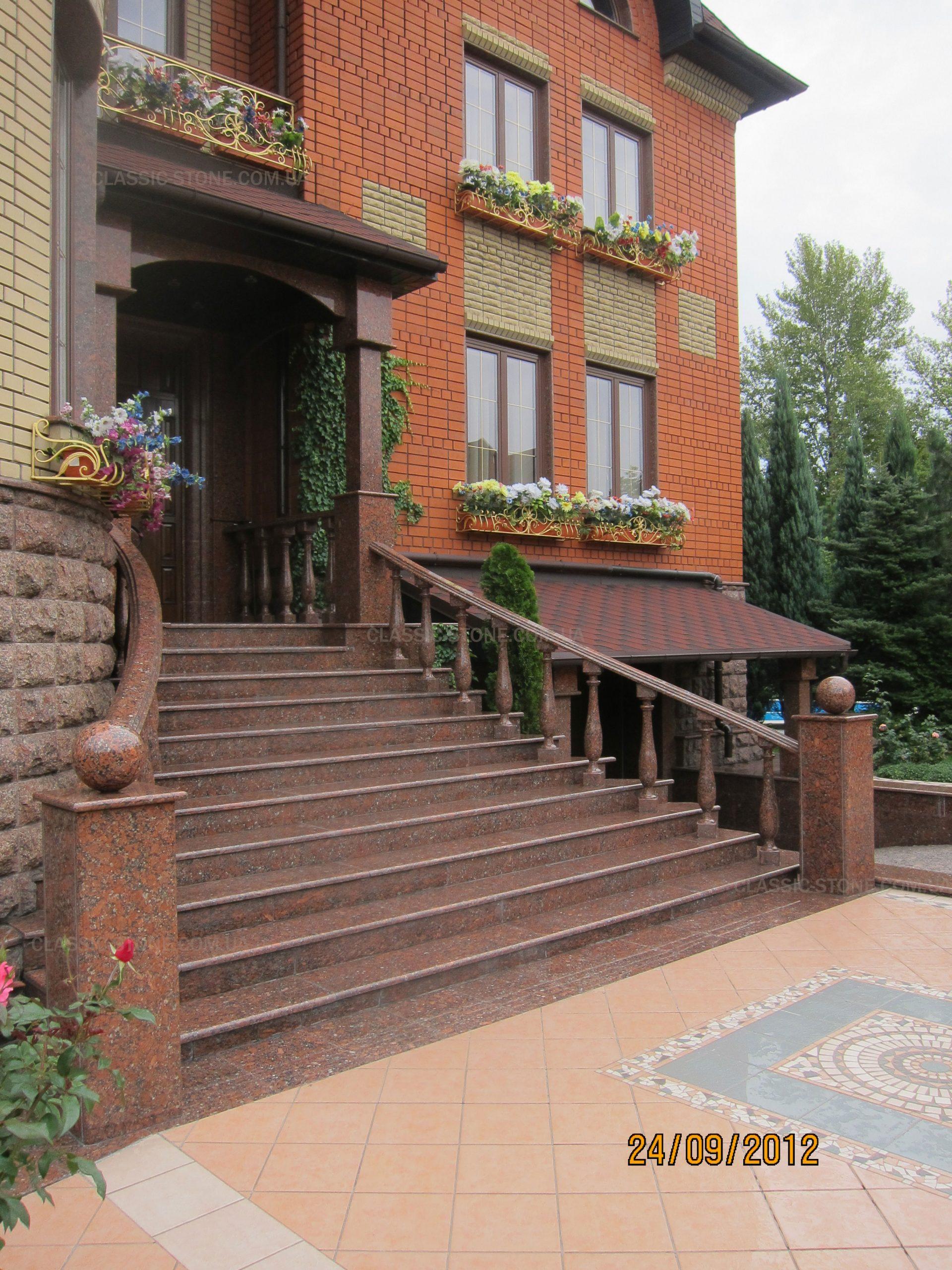 Изготовление и монтаж гранитных ступеней на улице