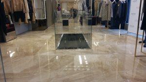 Мраморный пол в магазине